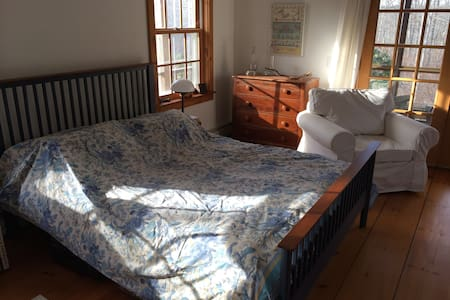 Beautiful, peaceful Room - private Porch - West Tisbury
