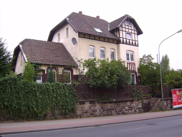 Gemütliches Zimmer+ Parkplatz - Essen - Hus