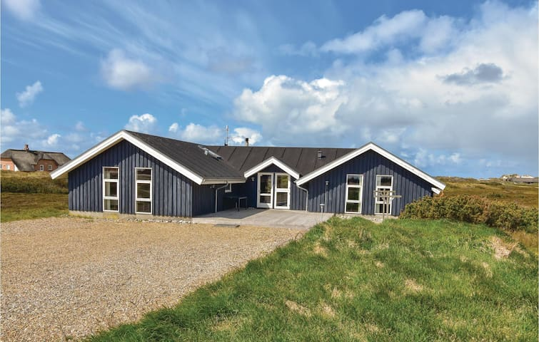 Holiday cottage with 6 bedrooms on 216m² in Ringkøbing