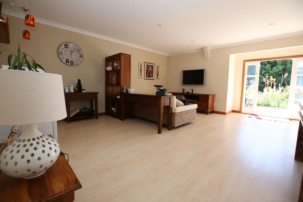 Spacious living area with Freeview, wi-fi and CDs on demand
