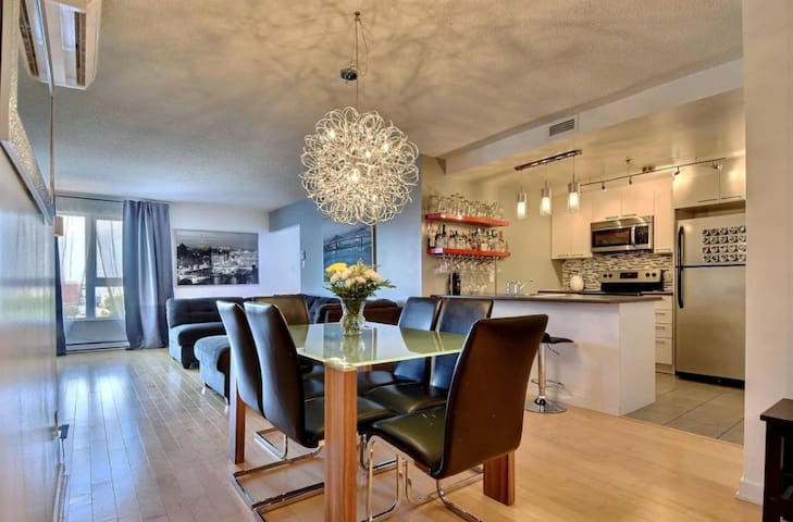 Condo 2BD, 2 steps from the train, 1495 / month