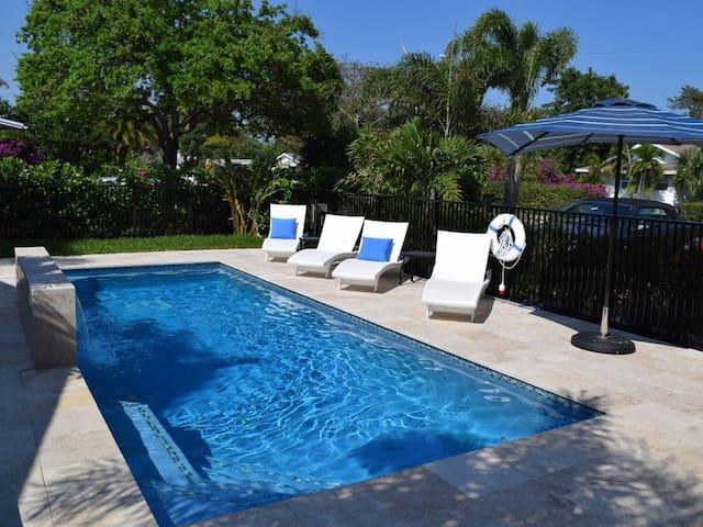 Dwntn/LuxuryVilla/Pool/ 4blk-Walk to beach