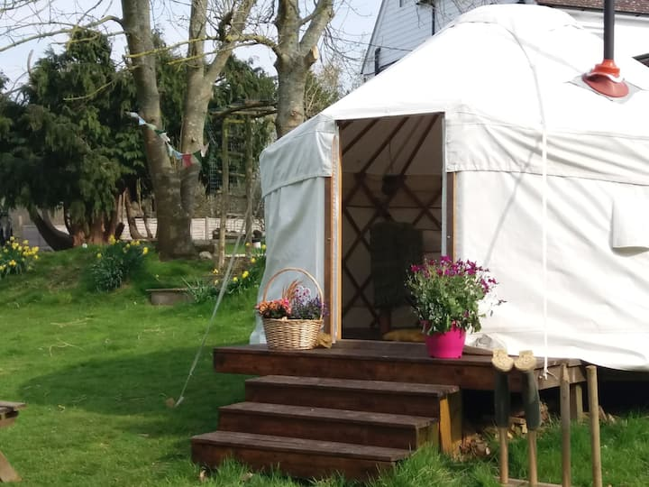 COSY MEADOW YURT ON SUSSEX SMALLHOLDING