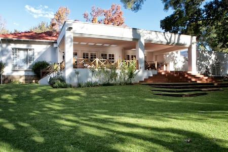 4Living Guesthouse close to Sandton
