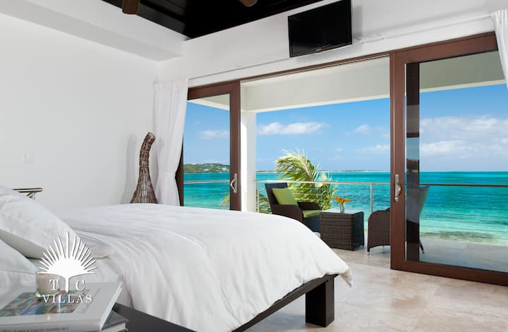 TC Villas // Ocean Edge Villa -Romantic Getaway