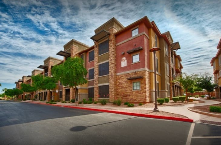 Gated Complex near PHX Airport, Downtown & more!
