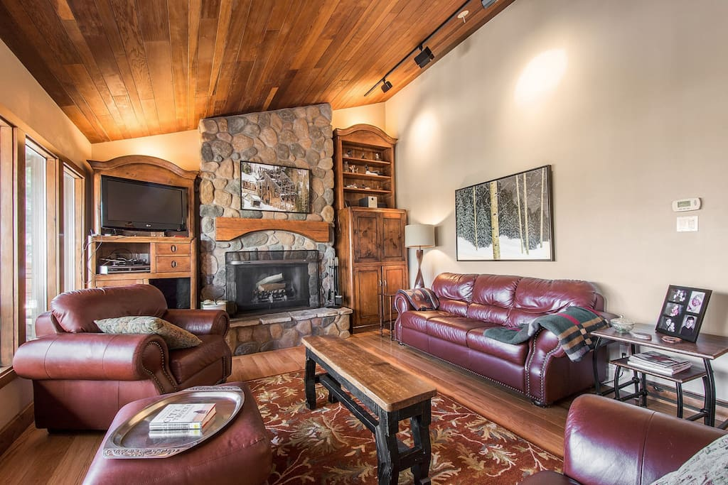 This beautifully remodeled Crescent Ridge property is the ideal place to spend quality vacation time with your family and friends, situated just below
