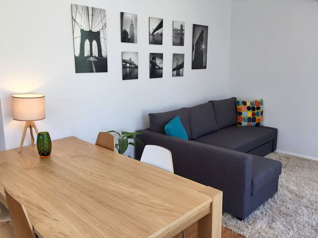 Stylish & New 1 Bedroom Adelaide Studio (sleeps 4) - Unley - Guesthouse