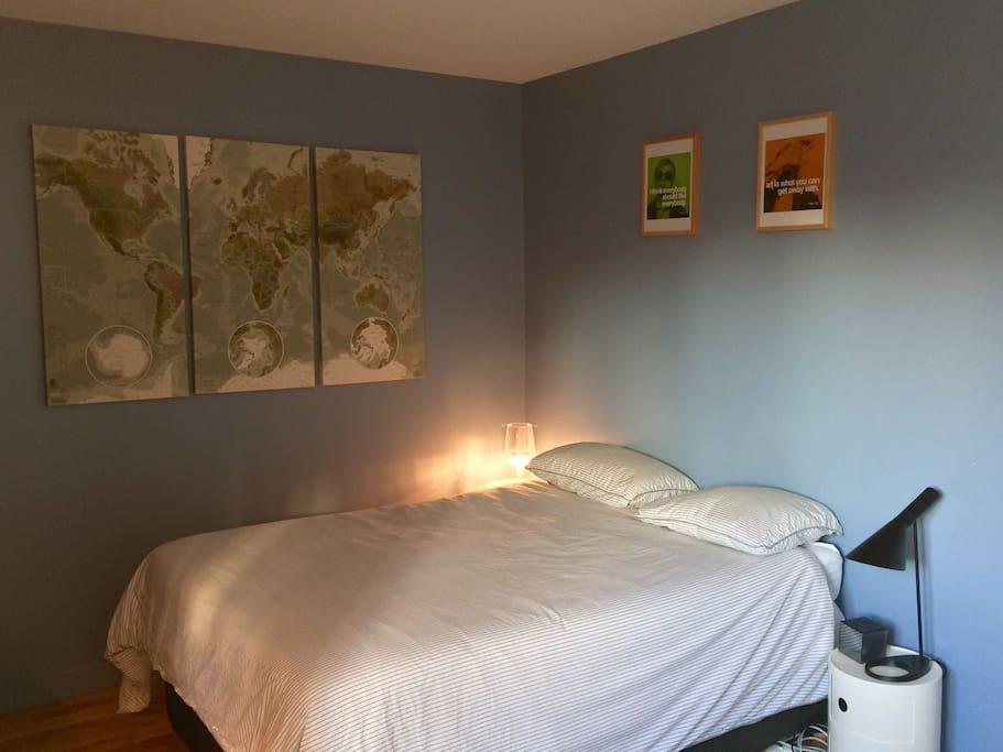 The master bedroom / La chambre principale