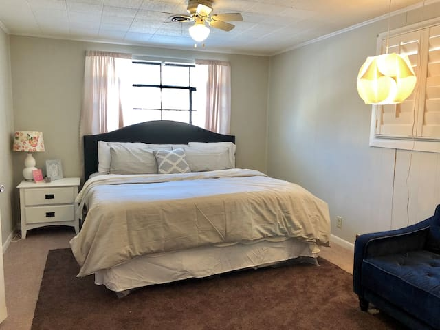 Charming 2BD NEAR DOWNTOWN & CONVENTION CENTER