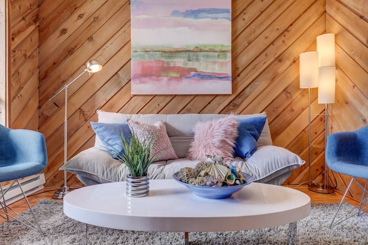 The Wooded Gem - Chic Ski in/out Mountain Retreat!
