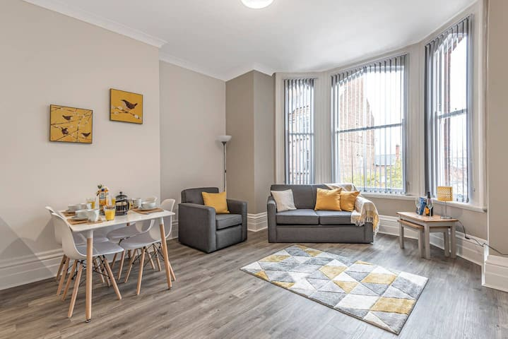 ** Staycation in York Apartment, Minster View, Summer City Break**