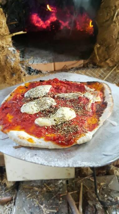 Pizza aus dem Lehmofen