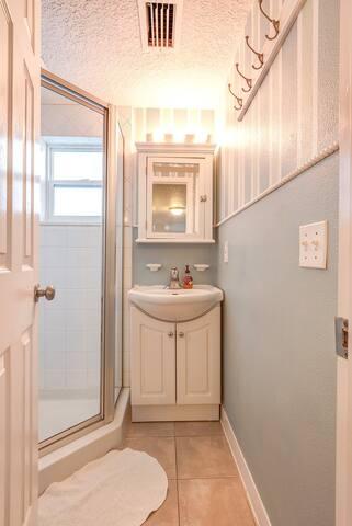 Bathroom w/shower stall