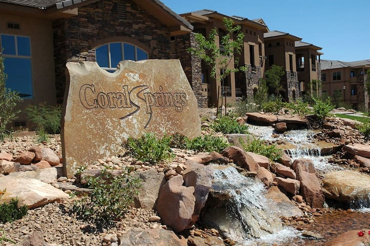 Upscale 2 bedroom Condo w/Amenities - St. George - Apartamento