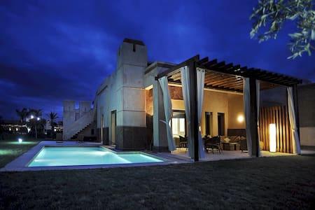 Villa de standing avec piscine et jardin privés - Marrakech
