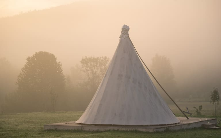 Linden Tree Retreat & Ranch - Lakota tipi 2