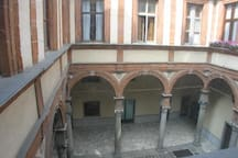 three sides Bramante's porch in monumental renaissance building main court