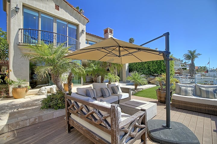 Large Ventura Keys Waterfront Home