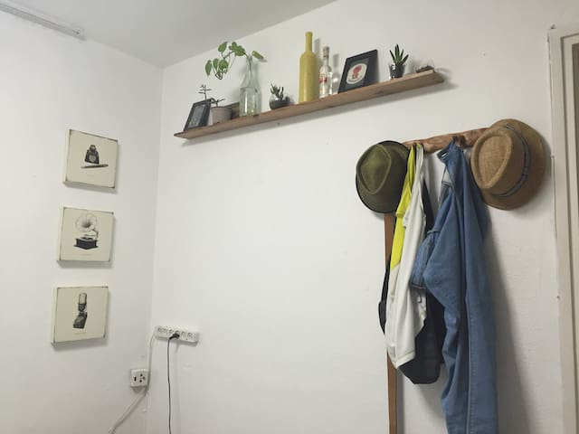 Eclectic and cozy room in Jaffa