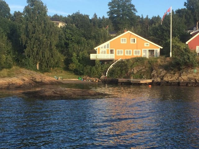 Waterfront summer house, five bedrooms, beach