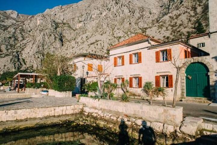 Authentic Mediterranean style stone Villa 'Casa Pasinovic' - Beachfront