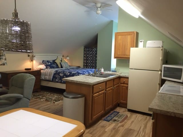 Garage studio apt (beach/pool/golf) - Pawleys Island - Apartment