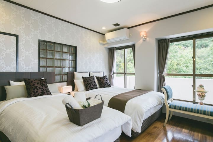 Bedroom Western 1: Bright and stylish room