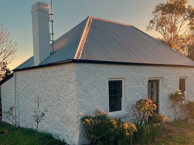 Scarecrow Cottage | Swansea | 1800s cottage