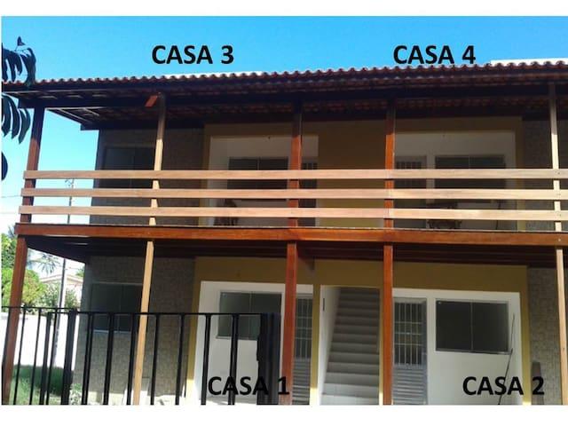 Casas confortáveis a 50 m da praia.