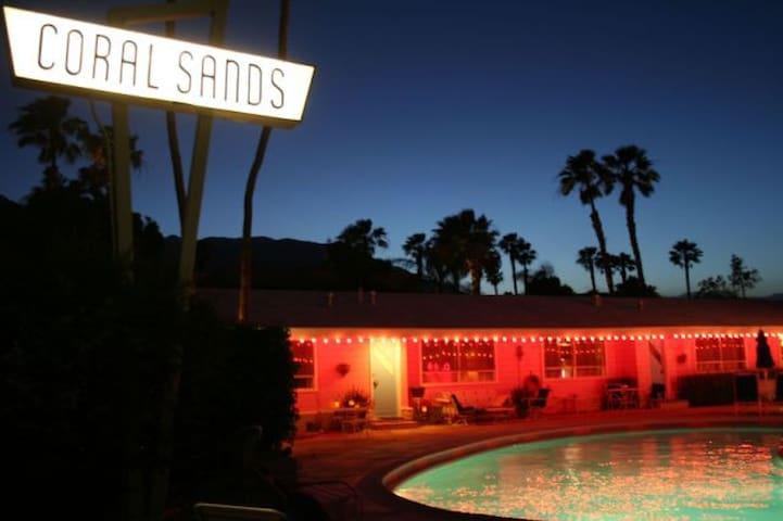 Ruby Montana's Coral Sands Inn