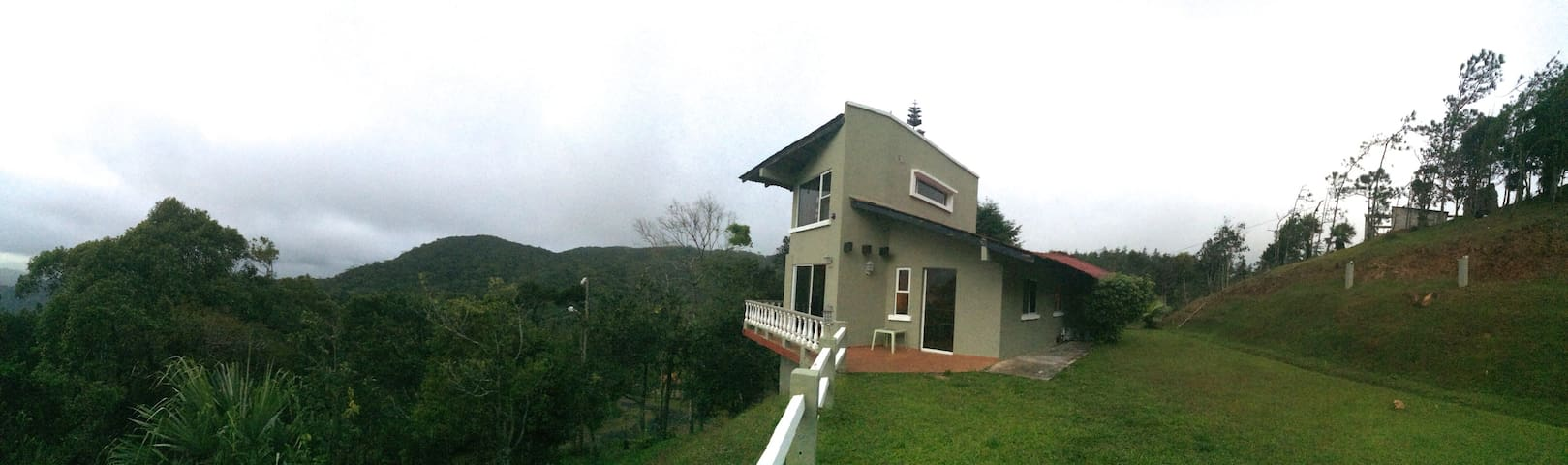 """Amazing View"" Mountain Home, Cerro Azul - Panama City"