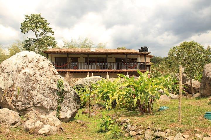 Linda casa de descanso ubicada en la Vega. - Puente de Piedra - House