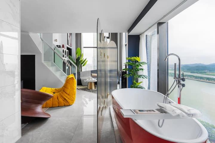 【图窝】五一广场江景房 轻奢风格 挑空江景房 全屋智能语音控制系统  贝克汉姆豪宅同款沙发 红色浴缸