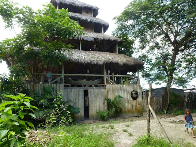 5 story Bamboo house w/oceanview - Mompiche - Bed & Breakfast