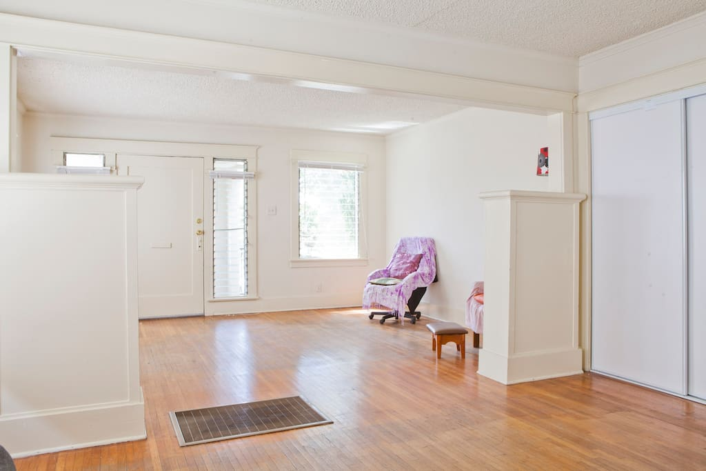 Spacious double living rooms (Now with corner sofas), In-floor heating.