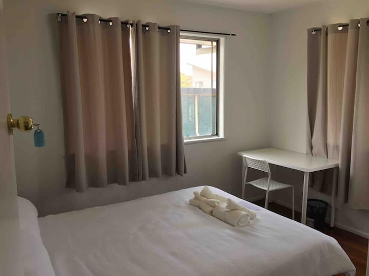 Private room- between Brisbane & Goldcoast!