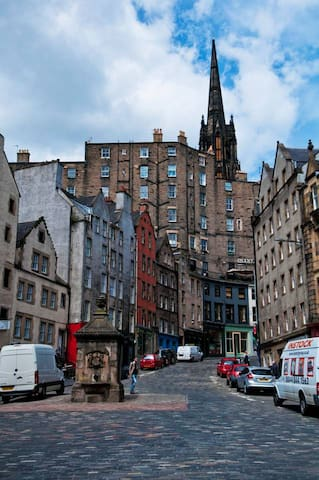 Victoria Street in Edinburgh's Old Town - full of boutiques and lovely places to eat.