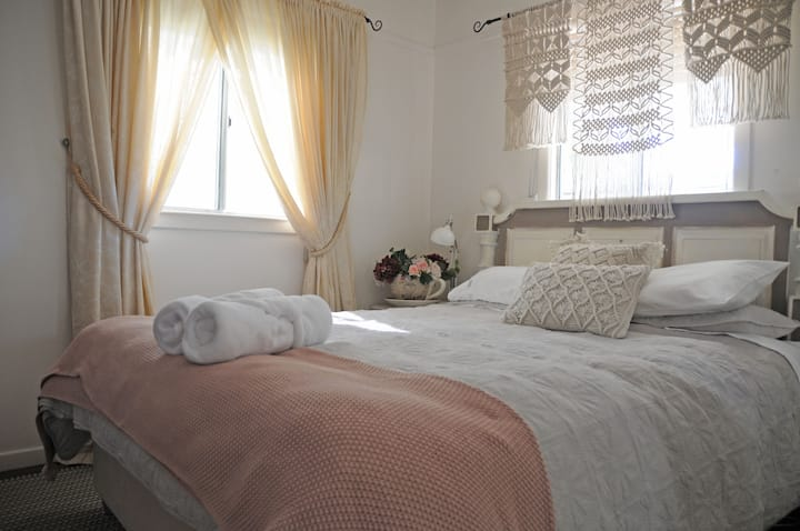 Serenity Room - Ideal for GC Uni & Hospital