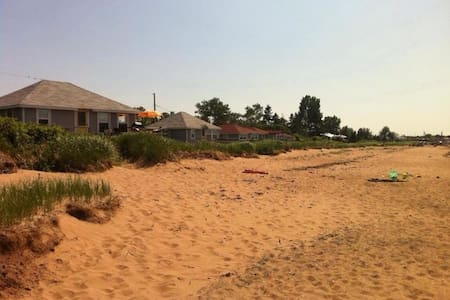 McLeod's Beachfront cottage - River John - Cabin