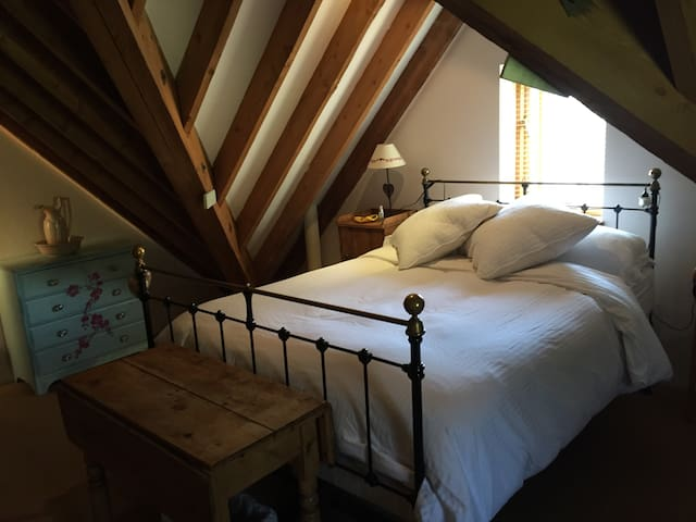Comfortable quiet double room - barn conversion - Oxfordshire - Hus