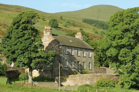 Ladywell House - Large House - Falkland