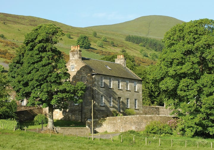 Ladywell House and Steading cottage for 16+4