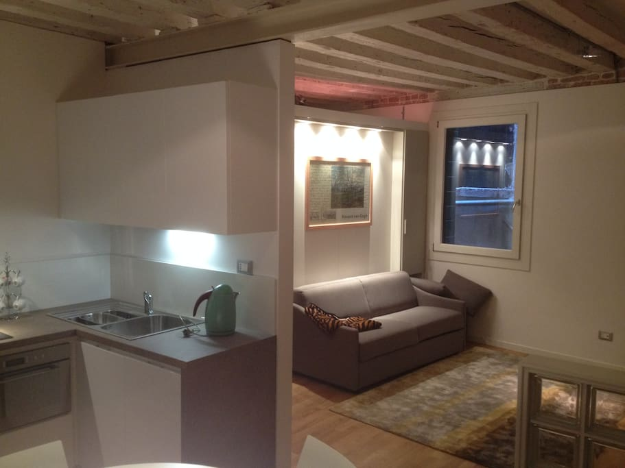 Elegant italian design very central apartments for rent for Design apartment venice