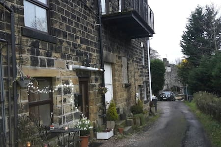 Cosy, rural cottage retreat near the Peak District - Thurlstone