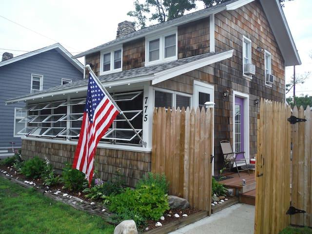 Quaint cottage on Long Island Sound - Fairfield - Casa