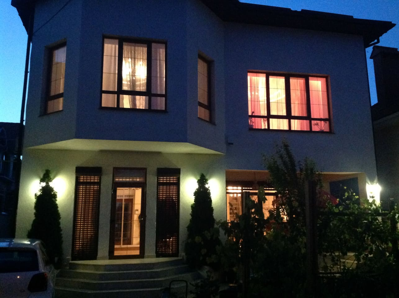 Дом по фасаду
