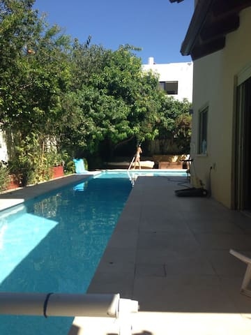 Charming room with a swimming pool and a balcony - Ramat Hasharon - Huis