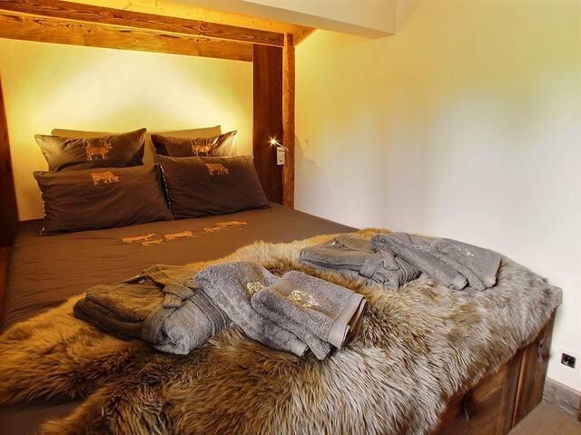 Chambre principale avec lit double 160 x 200 cm