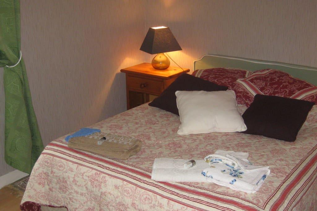 Chambre d 39 hotes marseille centre bed breakfasts for for Chambre d hote marseille